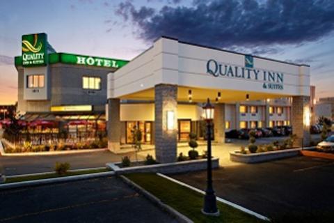 H tel quality inn suites louer mont r gie montr al for Hotel avec piscine interieur montreal