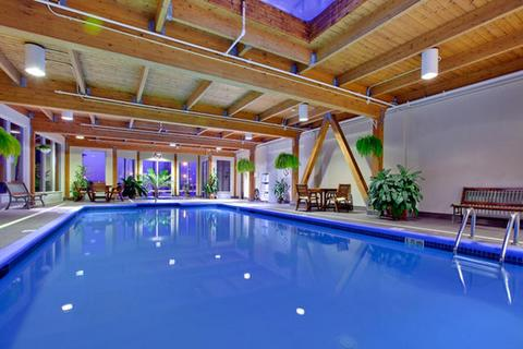 H tel holiday inn montr al longueuil louer mont r gie for Hotel avec piscine interieur montreal