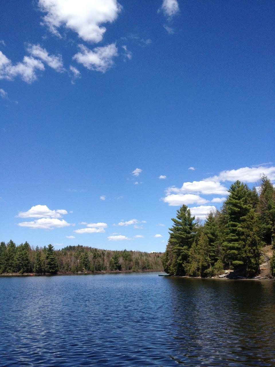 Chalet chez michel sur le lac chalet louer cantons de for Exterieur quai le bouillon de l est