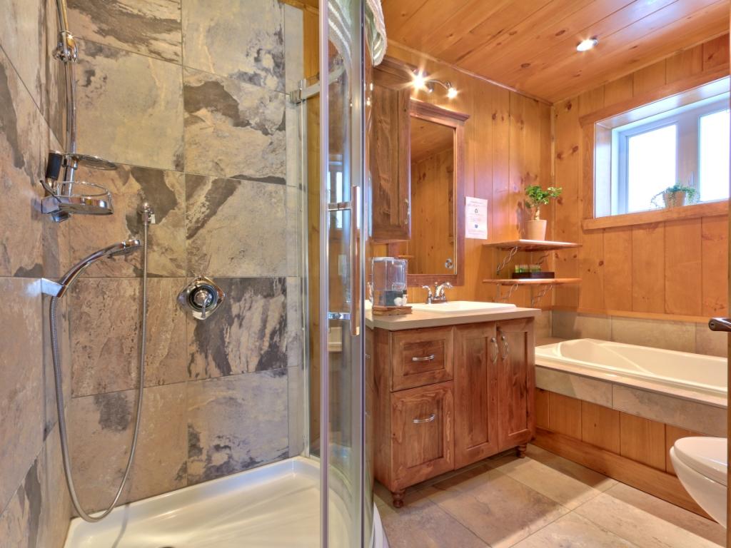 Interieur maison en bois rond for Interieur chalet bois