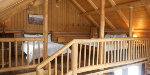 Chambre mezzanine avec 1 lit Queen et 1 lit double