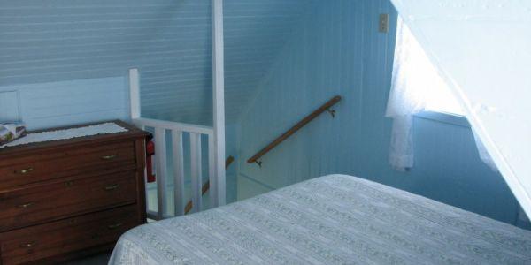 Escalier menant à la deuxième chambre