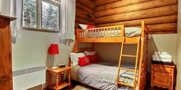 Chambre avec lit double superposé d'un lit simple - Chalet Abénaki