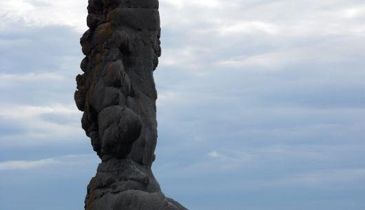 Venez découvrir l'impressionnant monolithe en forme de tourelle!