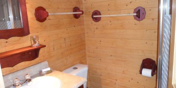 Salle de bain privée du #3, avec douche
