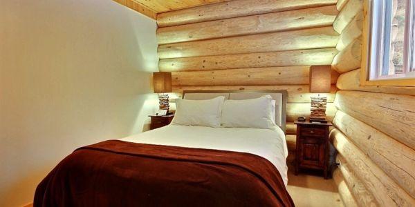 Chambre avec lit double - Chalet Inukshuk