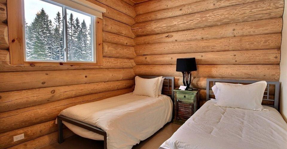 Chambre avec deux lits simples- Chalet Inukshuk