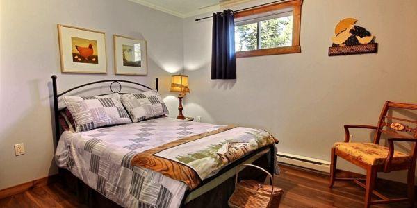 Chambre avec lit Queen - Chalet Godendard