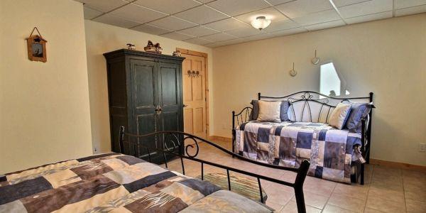 Chambre avec lit Queen et lit simple gigogne- Chalet Marmottes