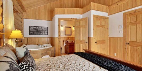 Bain à remous et toilette fermée à même la chambre - Chalet Wapitik