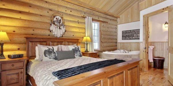 Chambre avec lit Queen et bain à remous - Chalet Wapitik