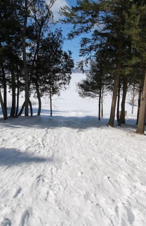 Chalet Movendo - Une petite glissade jusqu'au lac!