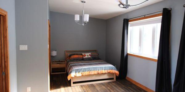Grand lit, grande chambre premier niveau