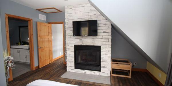Foyer au bois, chambre des maitres premier niveau