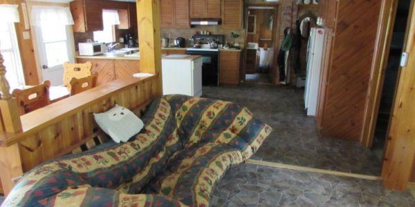 Le futon du salon peut se transformer en lit double.