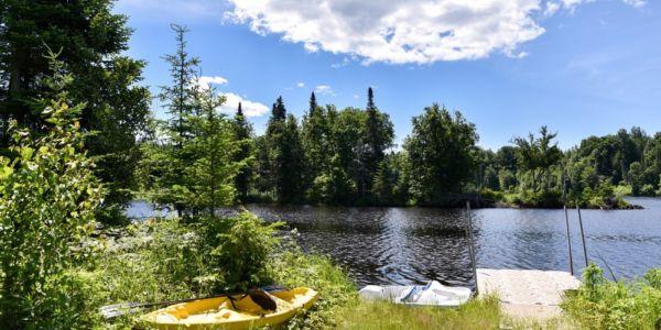 Accès à la rivière Sainte-Anne - Chalet Festif