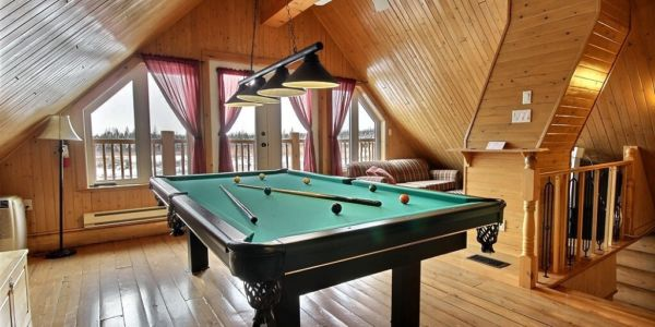 Table de billard à la mézzanine - Chalet Balbuzard
