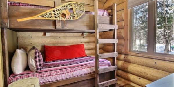 Chambre avec lit Queen et lit simple superposé - Chalet Forestier