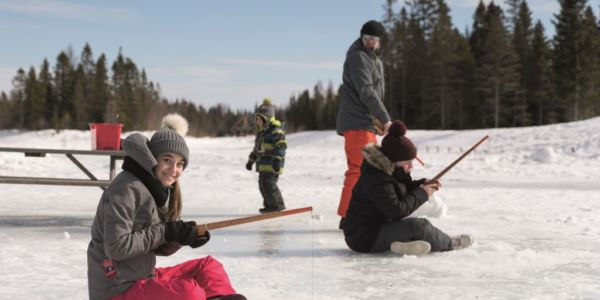 Pêche sur glace - Au Chalet en Bois Rond
