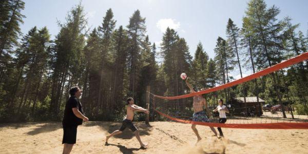 Terrain de volley-ball publique - Au Chalet en Bois Rond