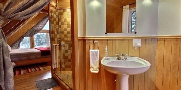 Salle de bain à même la chambre des maîtres - Chalet Capteur de Rêves