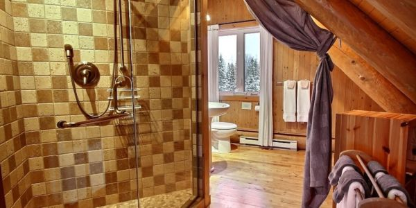 Douche privée à même la chambre des maîtres - Chalet Capteur de Rêves