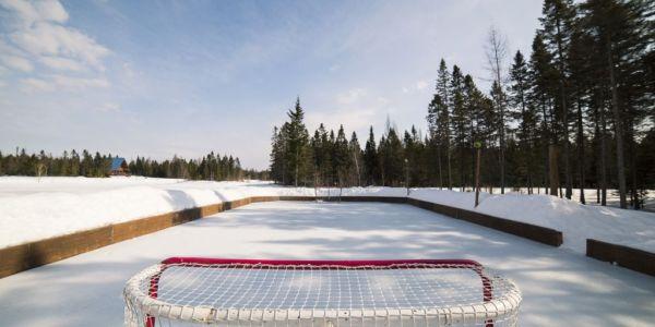 Anneau de glace et patinoire pour le hockey - Au Chalet en Bois Rond