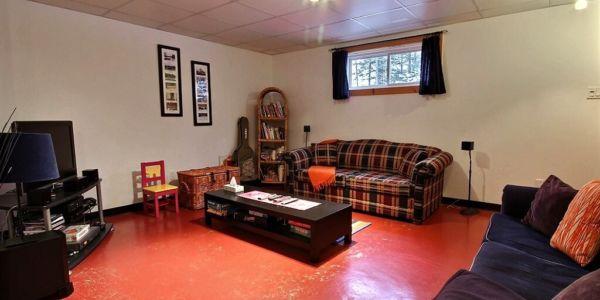 Salon au sous-sol - Chalet Capteur de Rêves