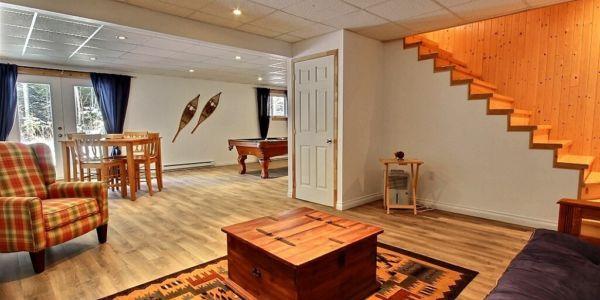Salon au sous-sol - Chalet Loup Cervier
