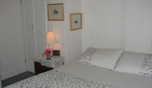 Chambre à coucher avec literie fine coton et douillette